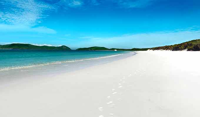 qualia_Great-Barrier-Reef_Whitehaven-Beach680x400