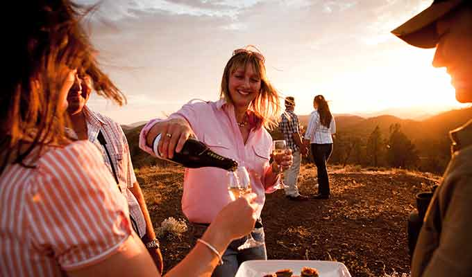 Arkaba_Flinders-Ranges_Sunset-Drinks680x400