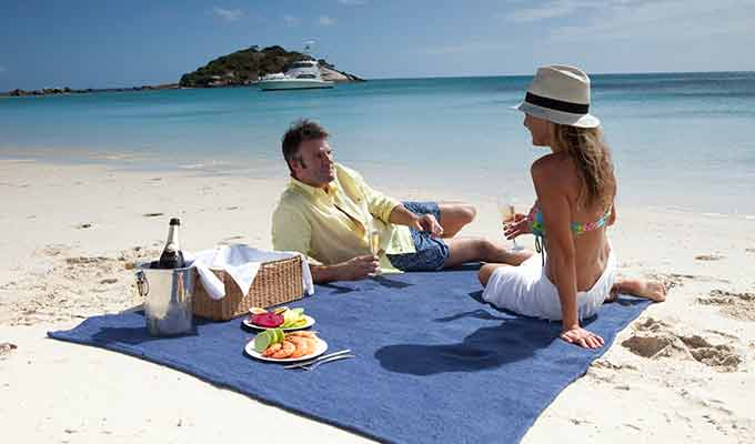 Lizard-Island_Great-Barrier-Reef_Beach-Picnic680x400