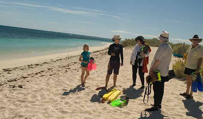 Sal-Salis_Ningaloo-Reef_Family-Snorkel-Beach680x400