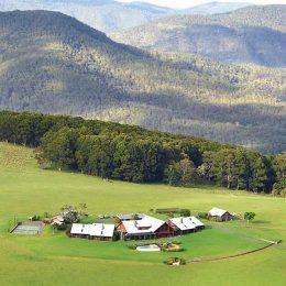 The Love Story Of Australia's Spicers Peak Lodge
