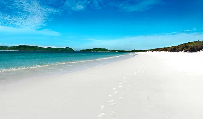 Whitehaven Beach to Wineglass Bay