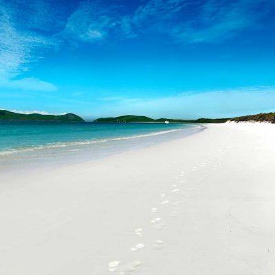 Whitehaven Beach to Wineglass Bay