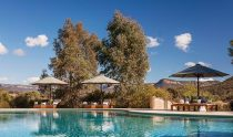 Emirates-One&Only-Wolgan-Valley_Blue-Mountains_Pool-Umbrellas680x400
